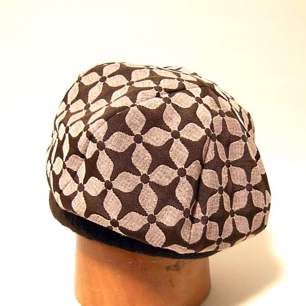 花模様が愛らしいベレー帽