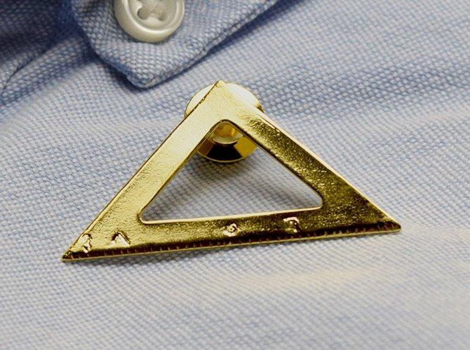 papejewellery パペジュリー ピンブローチ 「はかりしれないフューチャー」 / 三角定規