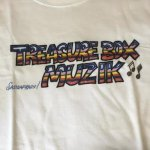 SASSA FRASS×TREASUREBOX-MUZIK LOGO TEE