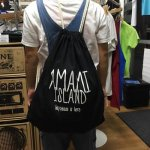 <img class='new_mark_img1' src='//img.shop-pro.jp/img/new/icons5.gif' style='border:none;display:inline;margin:0px;padding:0px;width:auto;' />TREASUREBOX-MUZIK AMAMI ISLAND HAPPINESS KNAP SACK (2COLOR)