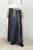 <img class='new_mark_img1' src='//img.shop-pro.jp/img/new/icons20.gif' style='border:none;display:inline;margin:0px;padding:0px;width:auto;' />HACHE  Crest Print Pleat Long Skirt (Blue)