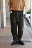 <img class='new_mark_img1' src='https://img.shop-pro.jp/img/new/icons8.gif' style='border:none;display:inline;margin:0px;padding:0px;width:auto;' />FRANK LEDER  Olive/Brown Wool Trouser with Side Closure
