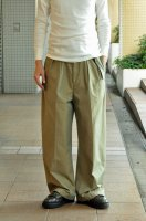 <img class='new_mark_img1' src='https://img.shop-pro.jp/img/new/icons8.gif' style='border:none;display:inline;margin:0px;padding:0px;width:auto;' />NICENESS  Seamless Chino Trouser (Khaki)