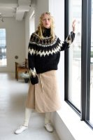 <img class='new_mark_img1' src='https://img.shop-pro.jp/img/new/icons8.gif' style='border:none;display:inline;margin:0px;padding:0px;width:auto;' />unfil  Cashmere Blend Hand-Knit Nordic Sweathr (Black)