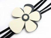 お花のネックレス ホワイト Grao-Gayoso(スペイン)