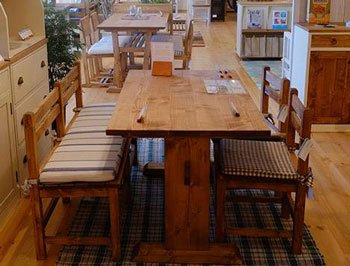今なら送料無料!カントリーテイストのパイン材のオイル仕上げの110cm幅LDタイプのダイニングテーブル 食卓テーブル …