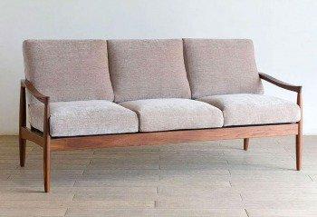 人気の北欧風の個性的なデザインの三人掛け木肘3Pソファー「エピセ」