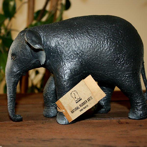 象のフィギュア