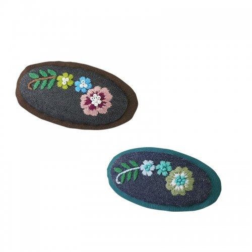 お花モチーフの手刺繍バレッタ