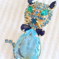 ブルーの猫のヴィンテージブローチ ALICE CAVINESS(アリスキャビネス)