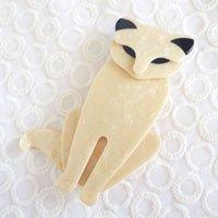 ベージュ色の猫のビンテージブローチ L...