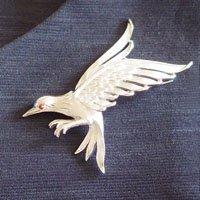 羽ばたく鳥のビンテージブローチ TRIFA...