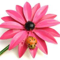 ピンクデージーとてんとう虫のビンテージブローチ ORIGINAL BY ROBERT