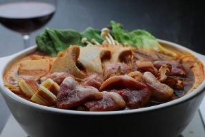 【K-213】本鴨麻辣お試しセット(1〜2人前)鴨ロース肉を旨辛薬膳スープでしゃぶしゃぶ!味の対比効果で鴨肉の甘い。鴨だしが出る鴨つみれボール