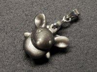 ★【ネズミ】【シルバーオブシディアン】銀黒曜石★天然石彫刻ペンダント:DG-91255