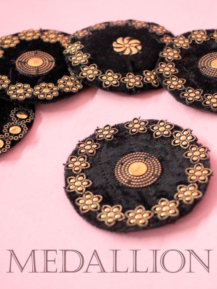メダリオン 直径約7.5cm・ゴールド