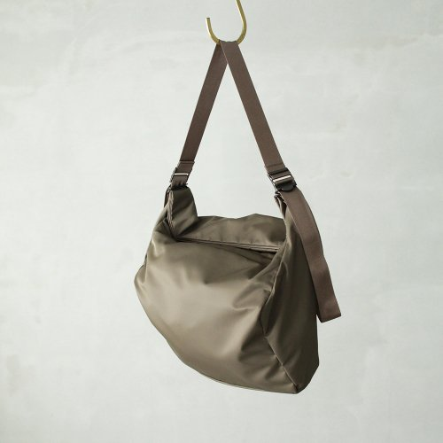 leaf spring shoulder _ no.2 / olive - nylon twill