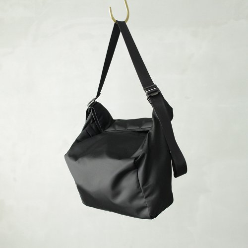 leaf spring shoulder _ no.2 / black - nylon twill