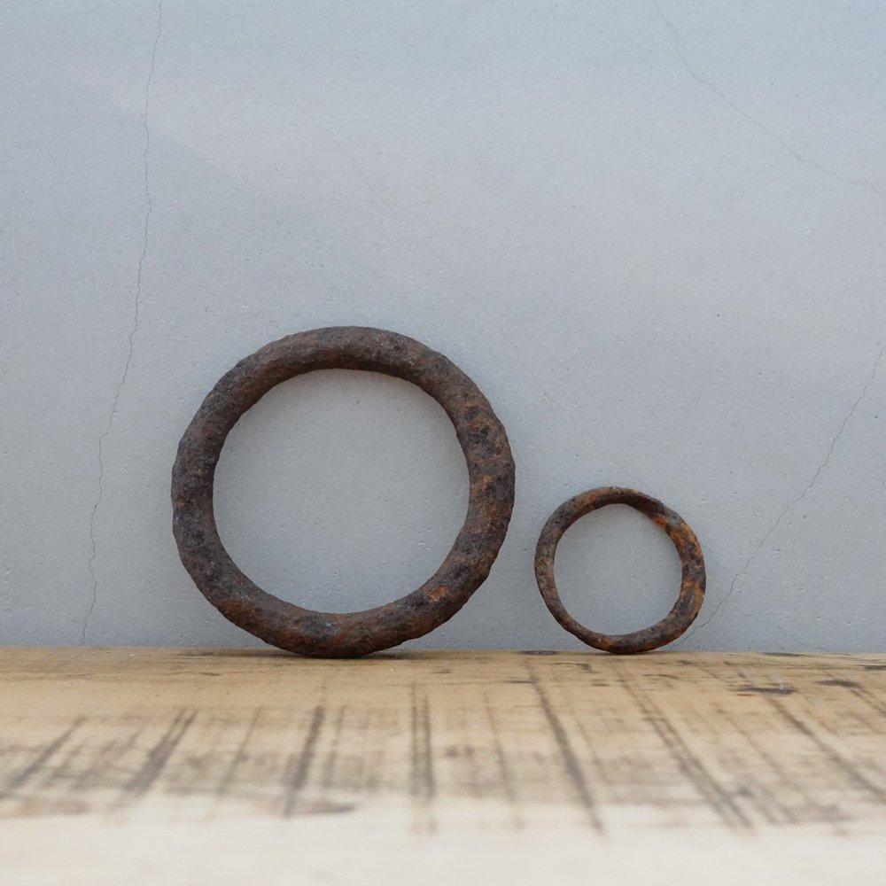 謎の錆びた鉄の輪っか