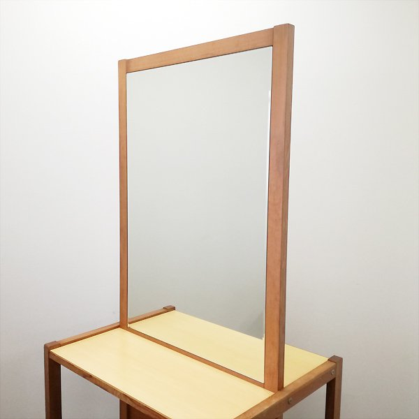 <img class='new_mark_img1' src='https://img.shop-pro.jp/img/new/icons5.gif' style='border:none;display:inline;margin:0px;padding:0px;width:auto;' />【中古】『木製両面自立シンプルドレッサー(ブラウン)』 ★1台かぎり!