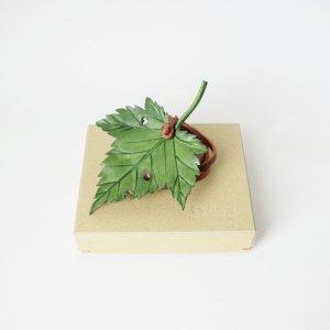レザータッセル緑/カエデ
